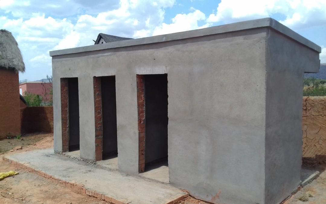 Des blocs sanitaires et des puits pour des écoles rurales